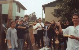 2001 - Assando uns grudes na casa do Denis