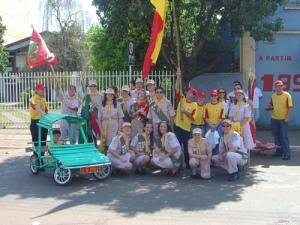 2003 - A gente posando depois do desfile, com a BMW